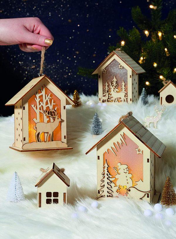 Décorations de Noël : maison en bois lumineuse   Idées cadeaux insolites pour Noël