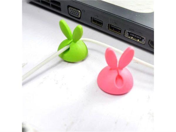 Organisation des câbles en forme de lapins   Idées cadeaux insolites pour le bureau