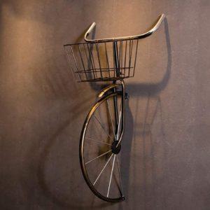 Vélo en fer forgé encastré dans le mur insolite | Idées cadeaux et décoration insolites