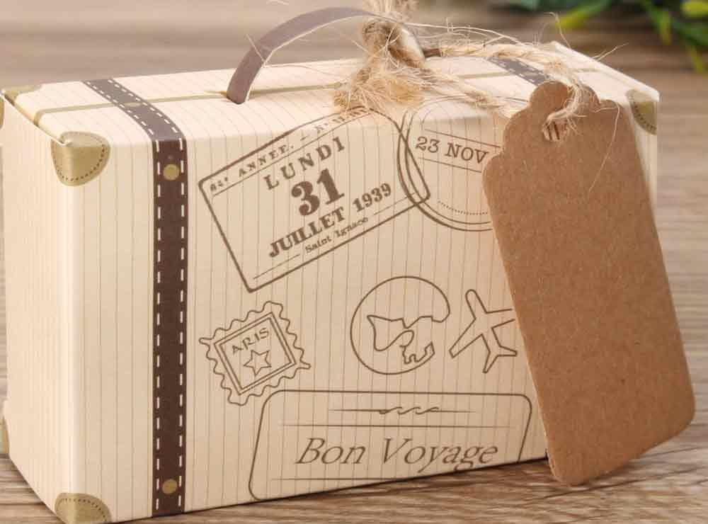 Petite valise vintage en jute pour votre décoration   Idées cadeaux décoration originales insolites