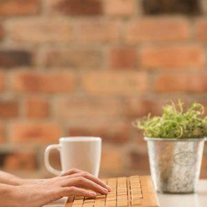 Clavier sans fil en bambou | Idées cadeaux insolites