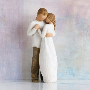 Figurine d'un couple s'enlaçant | Idées cadeaux insolites
