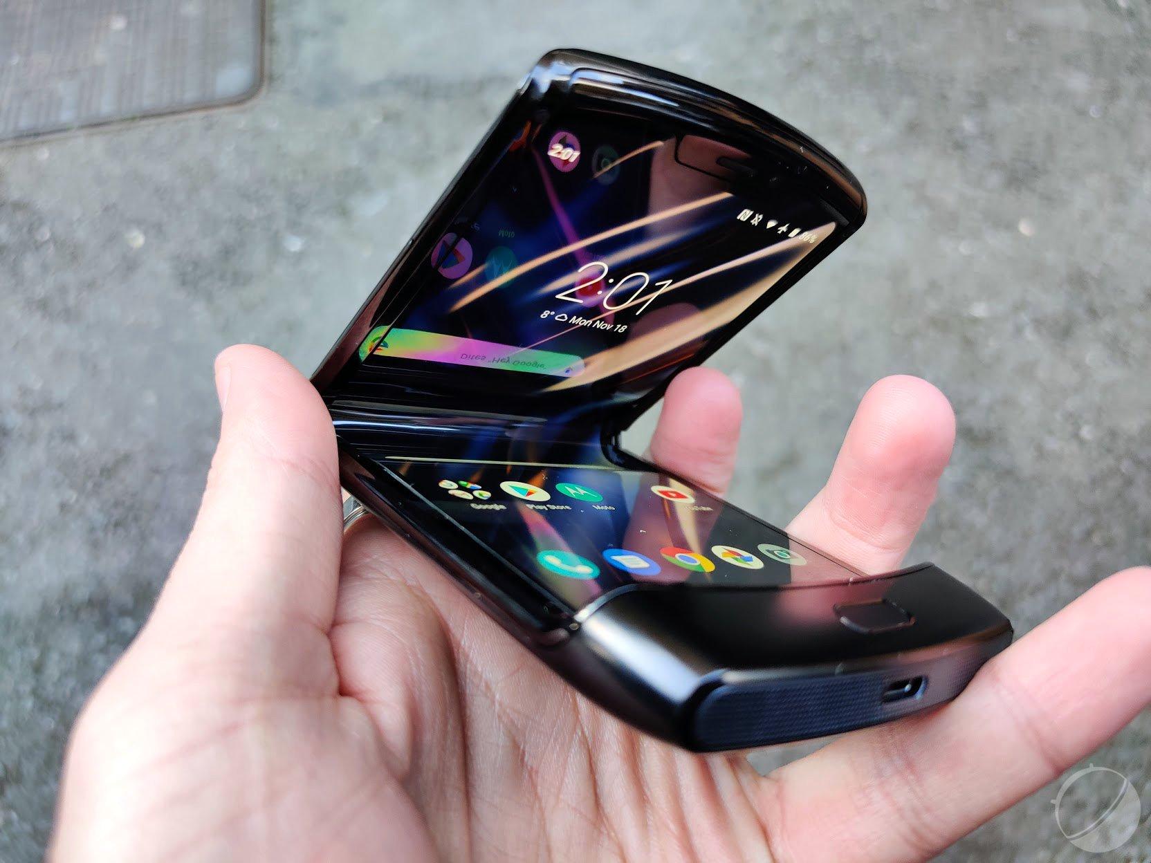 Motorola RAZR : Le smartphone pliable | Idées cadeaux insolites
