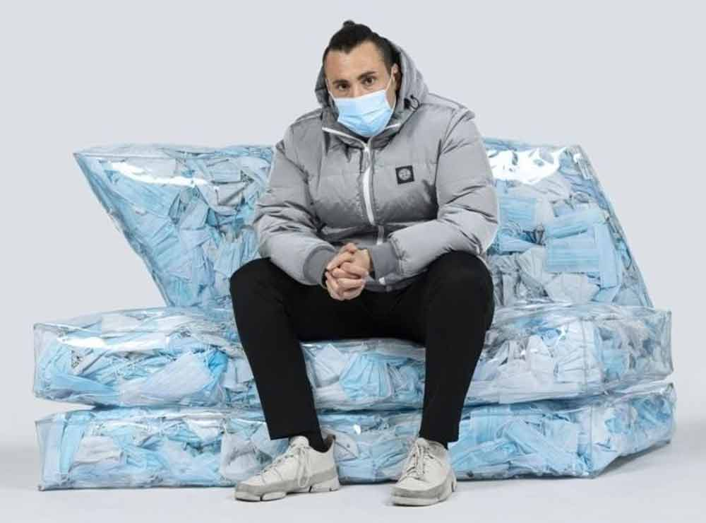 COUCH-19 : un pouf conçu avec 10 000 masques chirurgicaux trouvés par terre | Idées déco insolites et originales